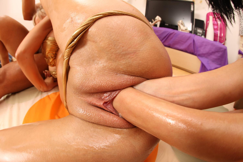 Порно фото две руки в пизде